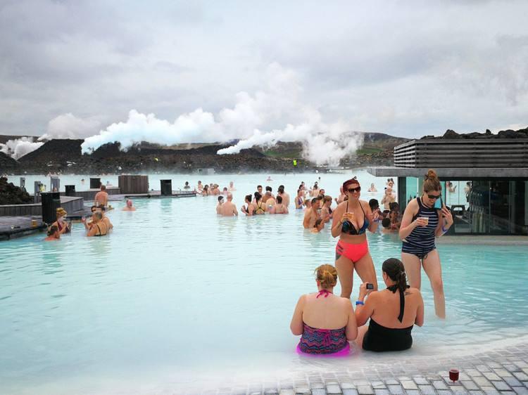越泡越开心 冰岛的长寿秘诀